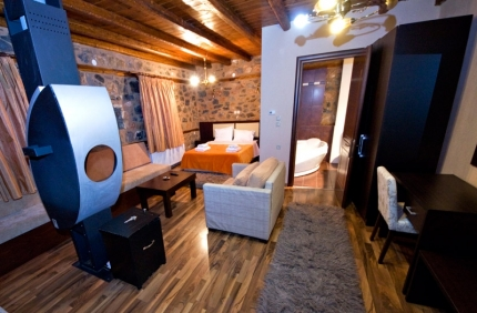 2 nights in suite with jacuzzi and fireplace in Piperitsa Hostel